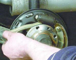 Замена задних тормозных колодок ВАЗ 2109